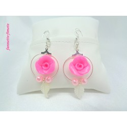 """Boucles d'oreilles Fimo """"Rose"""" + Plume ivoire"""