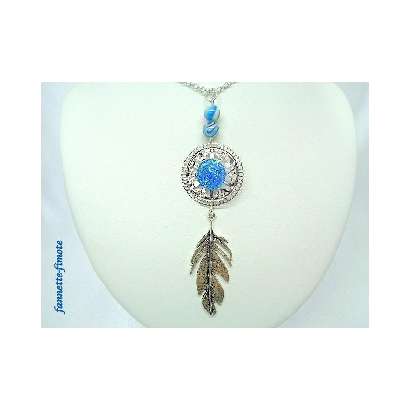 collier sautoir cabochon bleu plume bijoux artisanaux. Black Bedroom Furniture Sets. Home Design Ideas