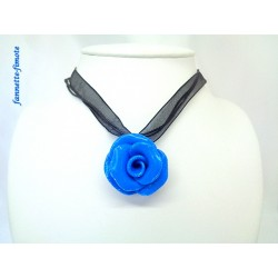 "Collier Fimo ""Rose Excellence"" Bleu"