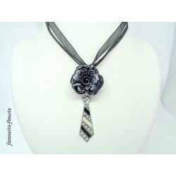 "Collier Fimo ""Rose"" Noir/Blanc + Cravate"