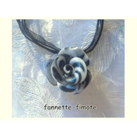 """Collier Fimo Fleur """"Rose"""" Noir/Blanc"""