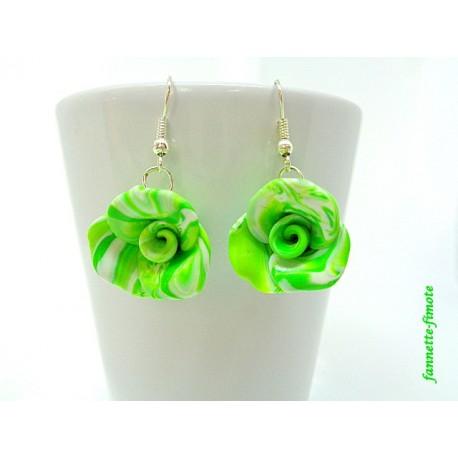 """Boucles d'oreilles Fimo Fleur """"Rose"""" Vert Pomme et Blanc"""